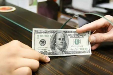 اتاق بازرگانی تهران: حذف دلار از اقتصاد ایران در عمل ممکن نیست