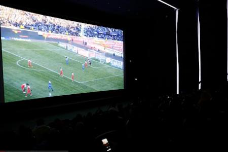 اکران بازی فوتبال ایران و کره جنوبی در سینماها