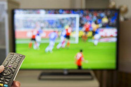 پخش ۴ مسابقه فوتبال به صورت زنده از شبکههای سه و ورزش